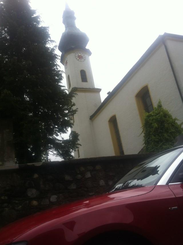 Audi A5 Cabrio und die St. Joseph-Kirche in Starnberg