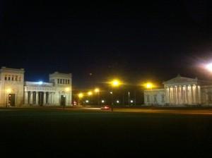 Königsplatz in München bei Nacht