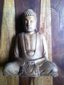Hölzerne Buddha-Statue