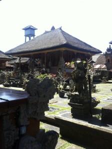 Pavillon im Saraswati-Tempel in Ubud