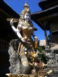 Die Göttin Saraswati im Tempel Saraswati in Ubud